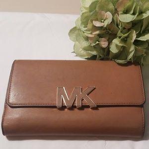 MICHAEL KORS large Tan wallet!
